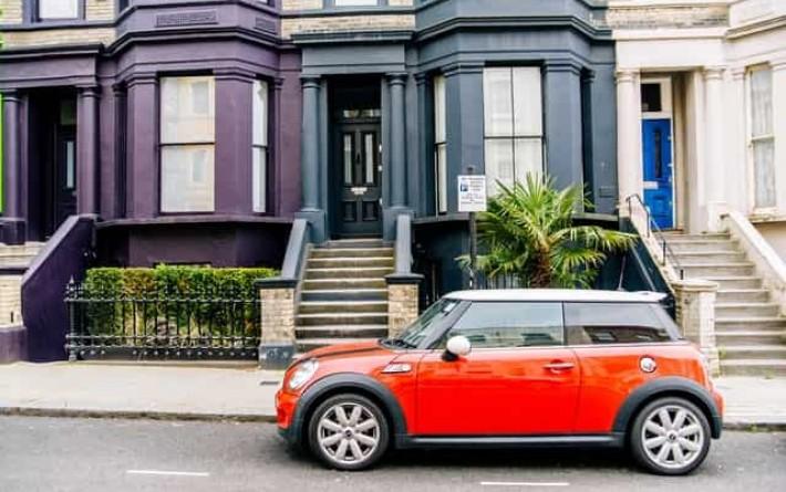 La voiture et l'immobilier, pourquoi ces deux secteurs sont liés?